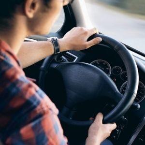 Использование служебных легковых автомобилей для личных поездок. Автор/источник фото: Pixabay.com.