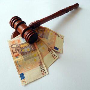 Вам штраф за несвоевременную подачу годового отчёта! Автор/Источник фото: Pixabay.com.